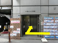 すぐ右側に当院の入り口があります。エレベーターをご利用ください。